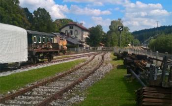 Außenanlagen mit Blick auf Gleisanbindung an die Waldbahn